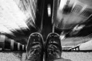 خودکشی جوان 18 ساله از روی پل عابر پیاده در رشت + عکس